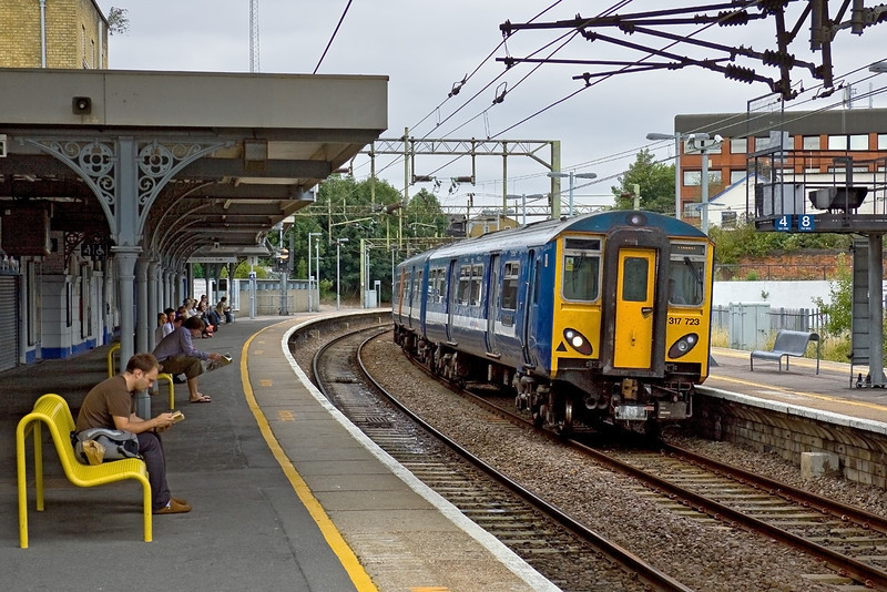15th Aug 09:  The 11.30 from Stanstead (1B47) calls at Bishops Stortford on it's way to Liverpool Street