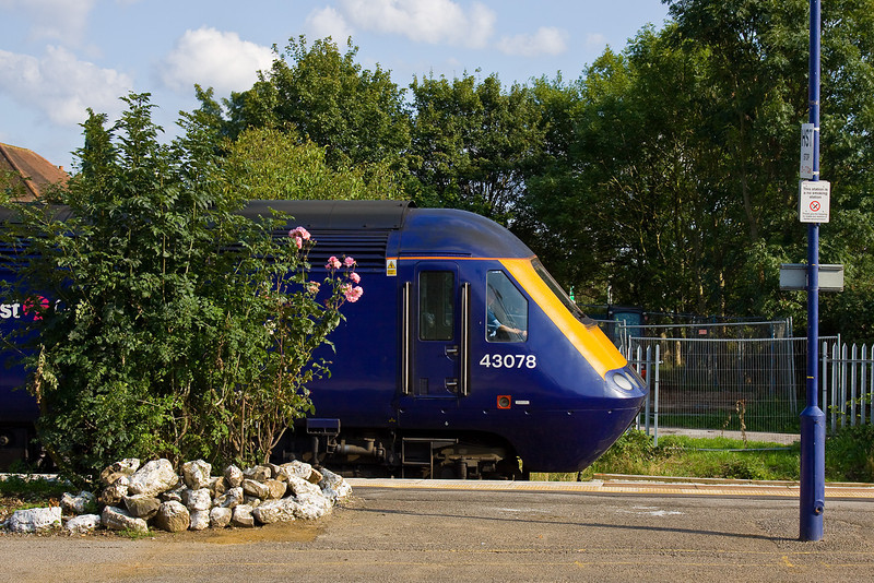 7th Aug 09:  43078 stops on the Down Main at Twyford with the 17.06, 1C90, from Paddington to Westbury