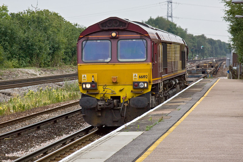 11th Aug 09:  66192 brings container flats back from Woking to Southampton.  The containers had been removed by road as they were out of gauge for this route