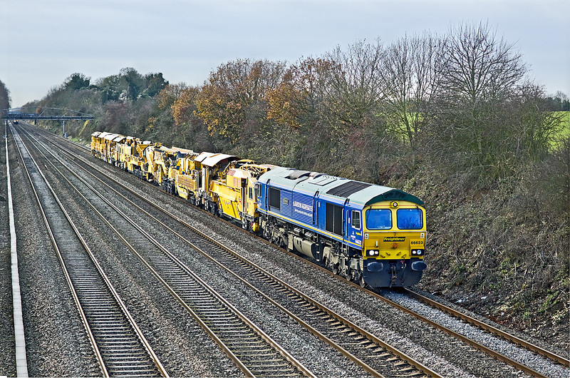 4th Dec 09:  The beautiful sunny morning had given way to increasing cloud as 66623 on 6Z31 the HOBC move from Taunton Fairwater Yard to Plassers at West Ealing  trundles through Shottesbrooke- HOBC  numbers DR76501+DR92286/85 back to back.
