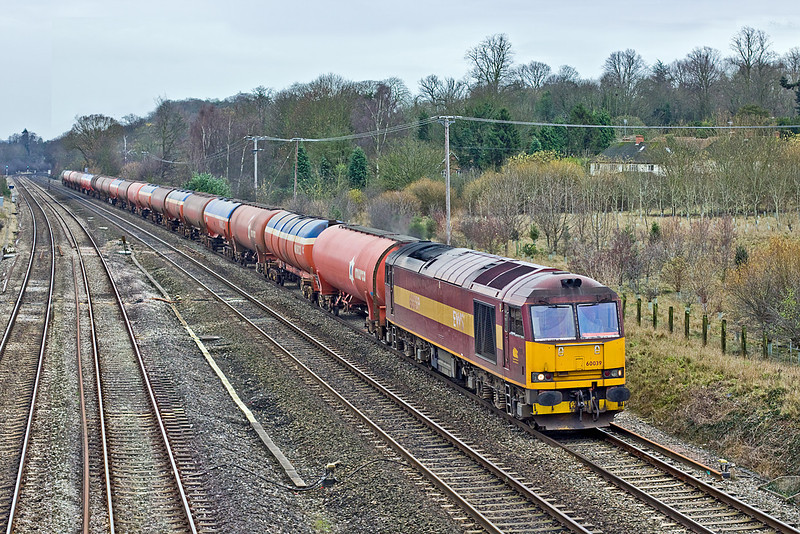 8th Dec 09:  One of only 4 officially still in traffic 60039 runs west on the Main through Lower  Basildon.  6B33 conveys the empty Murco tanks from Theale to Robeston