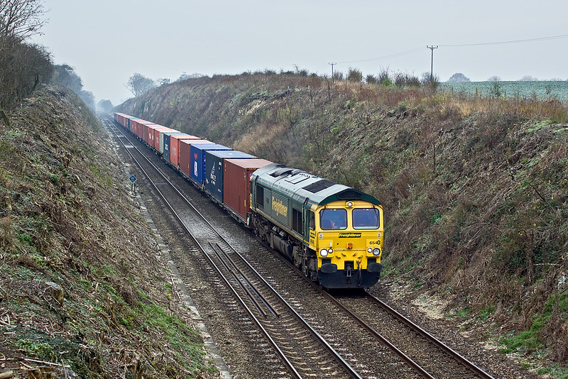 16th Dec 09:  66540 on the point of 4M55 the Southampton to Lawley Street  Freightliner seen here on the long climb towards Hurstbourne