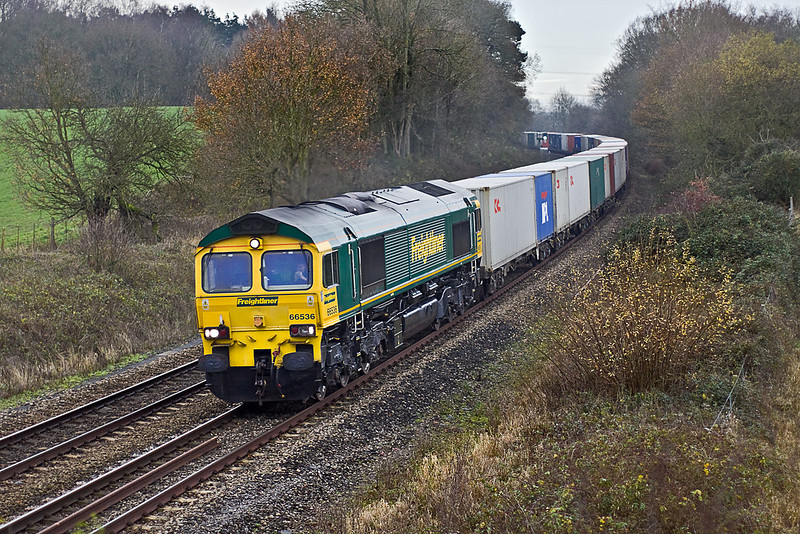 14th Dec 09:  66536 storms through a rather damp Silchester with 4M61 Southampton to Trafford Park in Manchester