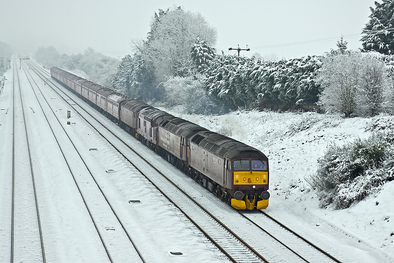 23rd Dec 09:  5Z81 is to return WCR coaches to Carnforth from Southall  The locos were 47245, 47826, 37706, 47760. Seen here on the Down Main at Ruscombe near Twyford.