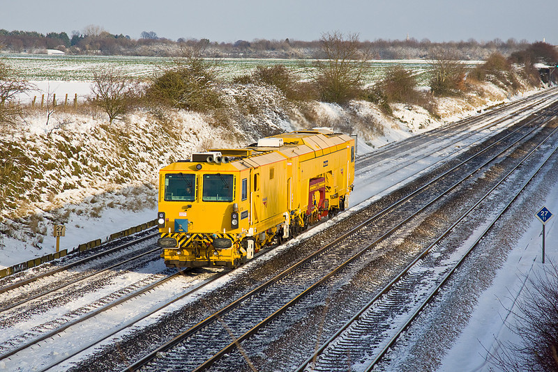 18th Dec 09:  Networkrail Tamper DR73114 'Ron Henderson' on the Down Relief through Shottesbrooke
