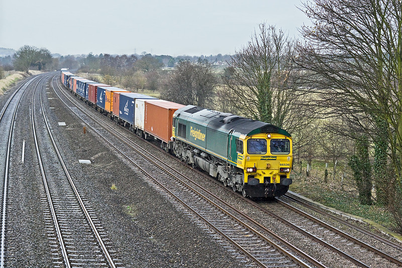 8th Dec 09:  4O27 the 05.40 from Garston to Southampton in the hands of 66536 at Lower Basildon
