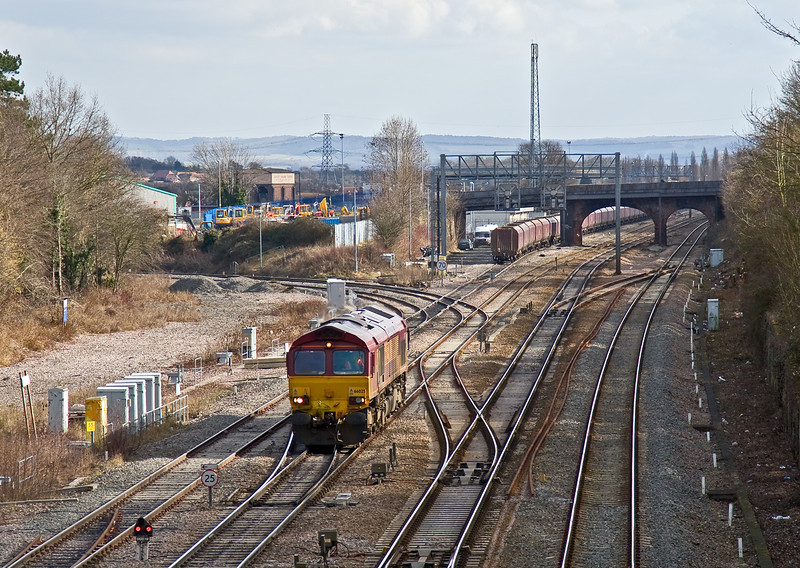 20th Feb 09:  66025 runs forward prior to dropping back onto the coal wagons and then dragging them back over the crossing and into the power station, Foxhall Jct. Didcot