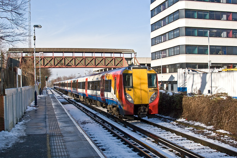 4th Feb 09:  The 10.12 from Reading to Waterloo enters Bracknell