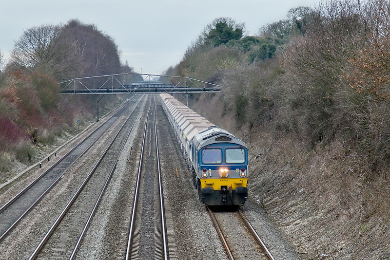 23rd Feb 09: With well over 3000 tons on the drawbar 59004 with 7A17 Merehead to Acton.  The kink in the Down Relief is the result of a new track drainage system installed in the early 1980s.