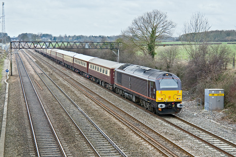 28th Feb 09:  The VSOE trip using the Luxury 'Northern Belle' set from Cardiff to Kensington Olympia is seen here from the 'Milley Bridge' in Waltham St Lawrence. Power is provided by 67005 & 67001.