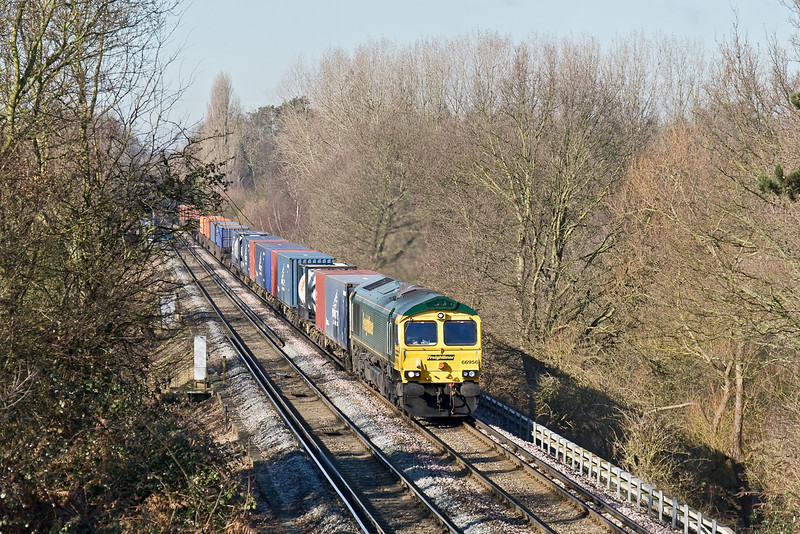 14th Feb 09:  Diverted due to engineering work at Didcot, 66956 brings 4O14 from Garston to Southampton through Lyne