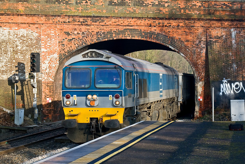 8th Jan 09:  59004 bursts from under the Hurst Road bridge into Twyford Station with 2 rakes of JNA boxes forming 7C77 Acton to Merehead.