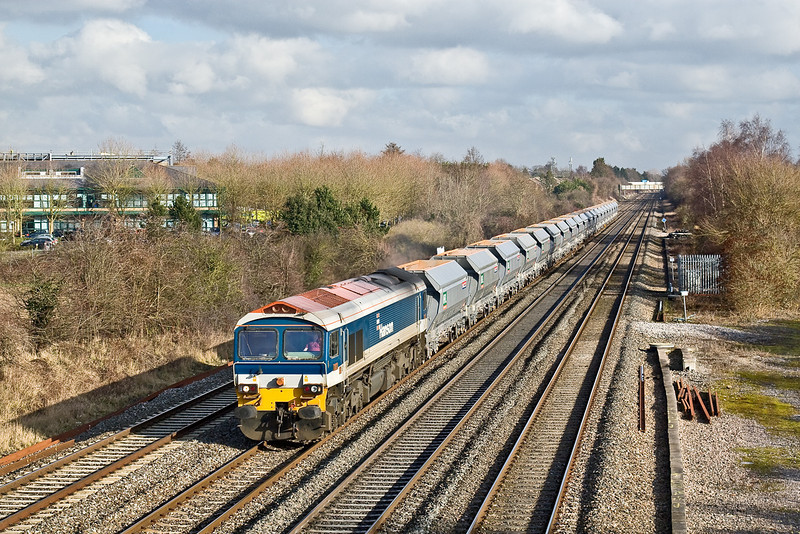 26th Jan 09:   59101 heads 6Z64 from Bow Olympic to Merehead passed Breadcroft Lane in Maidenhead.