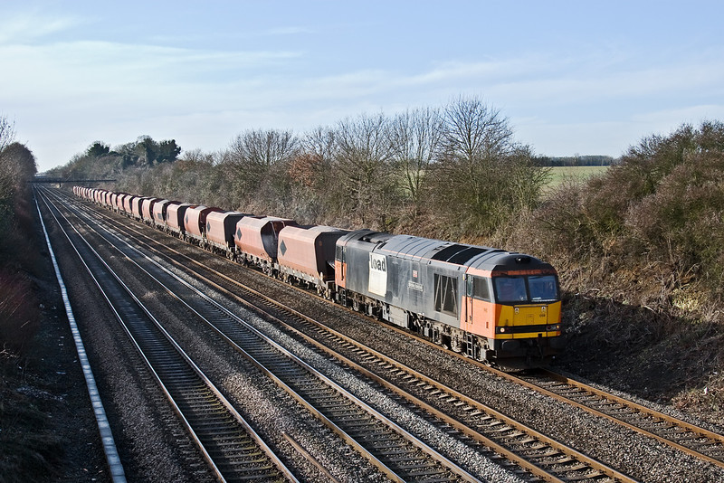20thJan 09:  After the horrendous rain of yesterday the sun shon as 60059 charges east working 6M20 from Whatley to St Pancras. Seen here at Shottesbrooke