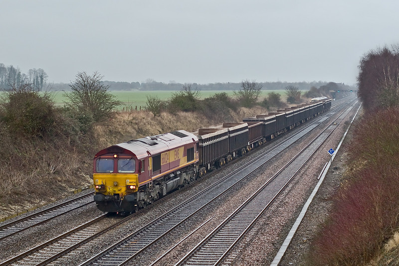 16th Jan 09:  With heavy drizzle sweeping up from the south west 66024 trundles through Shottesbrooke with 6Z71 the 12.05 from Bow to Merehead. The various JNAs make an interesting consist in these days of uniformity.