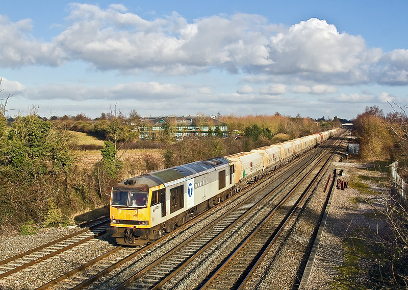 26th Jan 09:  The 6Z16- from Hothfield to Moreton on Lugg in the hands of 60061 at Breadcroft Lane. The Transrail livery is rather faded but at least is complete.  The loco failed at Twyford, less that 5 minutes after this picture was taken.