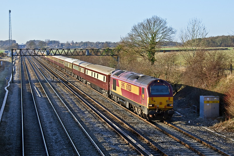 3rd Jan 09:  67020 T n T with 67022 working from Liverpool to Kensington Olympia. Captured here at Milley Bridge in Waltham St Lawrence