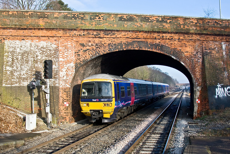 8th Jan 09:  The 12.27 Paddington to Oxford has been crossed to Platform 4 at Twyford to allow a following HST for Swansea to overtake