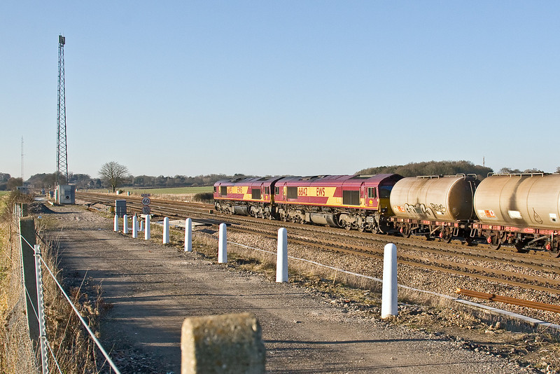 3rd Jan 09:   66193+142 head 6Z10. Believed to be a diverted Wembley to Eastleigh Enterprise service at Ruscombe crossovers;