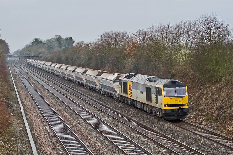 16th Jan 09:  With the rain now stopped 60060 heads 7A17 from Merehead to Acton up the Relief through Shottesbrooke