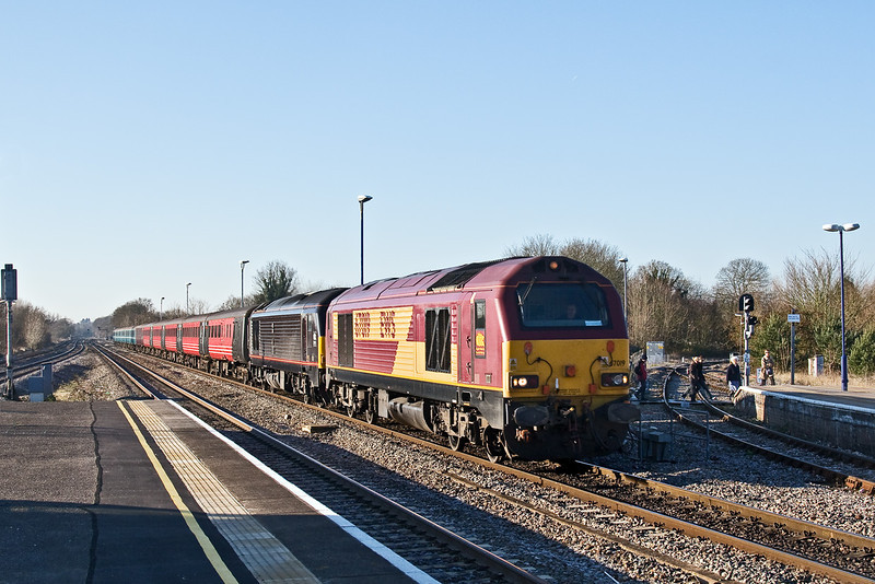 3rd Jan 09:  67019 & 67005 power 1Z70 from Plymouth to Finsbury Park.  The Footex is taking Argyle supporters to the Cup game with Arsenal. Captured here passing the connection with the Henley Branch at Twyford