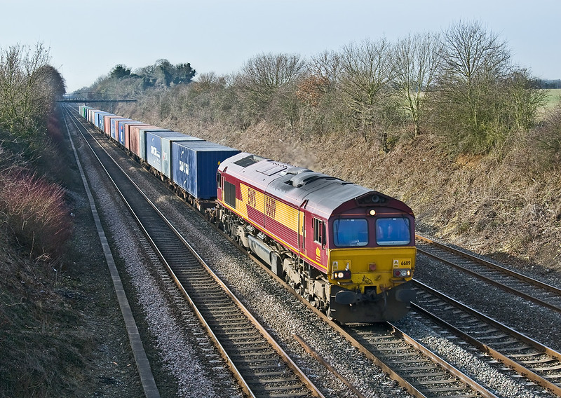 31st Jan 09:  The diverted Southampton Western Docks to Hams Hall Intermodal is seen on the Up Main at Shottesbrooke