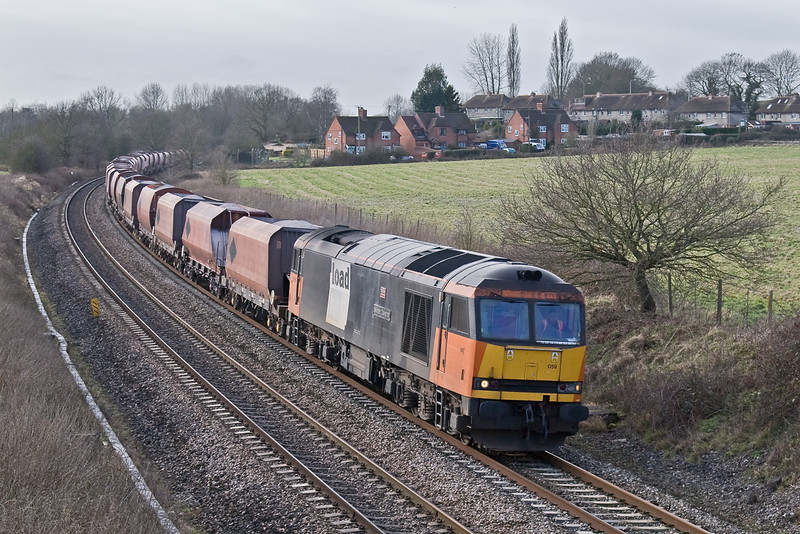 21st Jan 09:  The Whatley to St Pancras stone handled for the 3rd day in a row by 60059 'Swinden Dalesman' rounds the curve away from Woolhampton