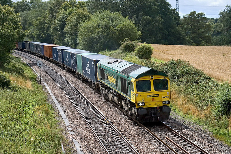 30th Jul 09:  66592 in charge of 4M58 Southampton Maritime to Crewe Basford Hall storms through Silchester with 66592 on the point.