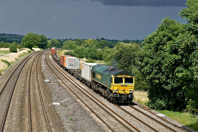 """23rd July 09:  """"We are in for a storm!""""  Under a glowering sky 66575 working 4O54 from Leeds runs through Lower Basildon"""