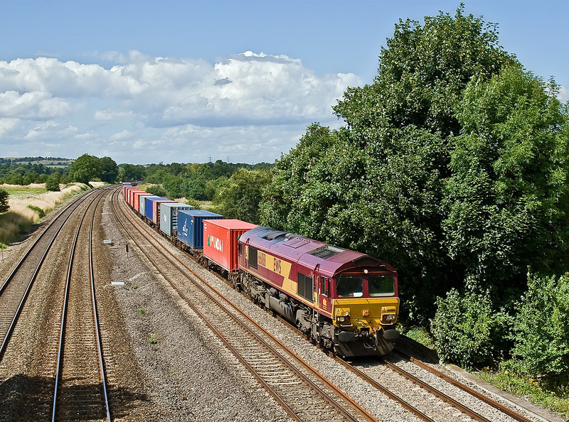 23rd July 09:  66188 southbound at Lower Basildon with 4O21 from Burton on Trent to Southampton