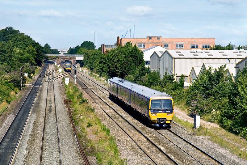 18th Jul 09:  165104, 2P31, 07.37 Oxford to Paddington at Dolphin Junction