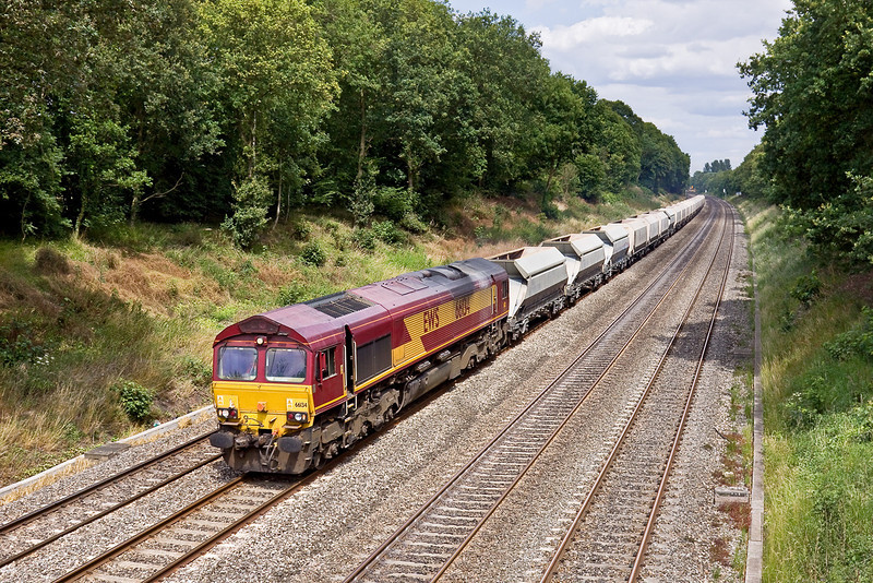10th Jul 09:  59202 in charge of 6M20 from Whatley to West Drayton on the Up Main in the Sonning Cutting nears the Butts Hill Road bridge. The service will switch to the Relief Line at the Twyford West crossover.