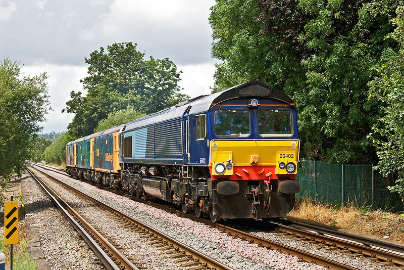 24th Jul 09:  0Y68 was to move 3 EDs 73206/208/204 from St Leonards to Eastleigh. A stop at Tonbridge was made for 66402 to join the consist.  Captured here on Addlestone Moor. Now on hire to GBRf this was 66402's first visit onto the South Western.
