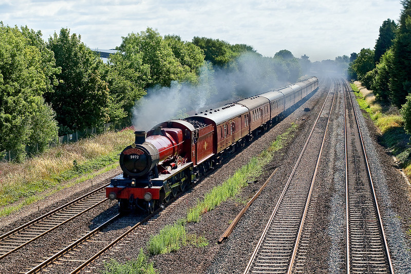 18th Jul 09:  Making a rare foray onto the main line is 5972 Olton Hall now masquerading as Hogwarts Castle.  Traveling from Paddington to Oxford 1Z59 is pictured here between Langley and Slough.