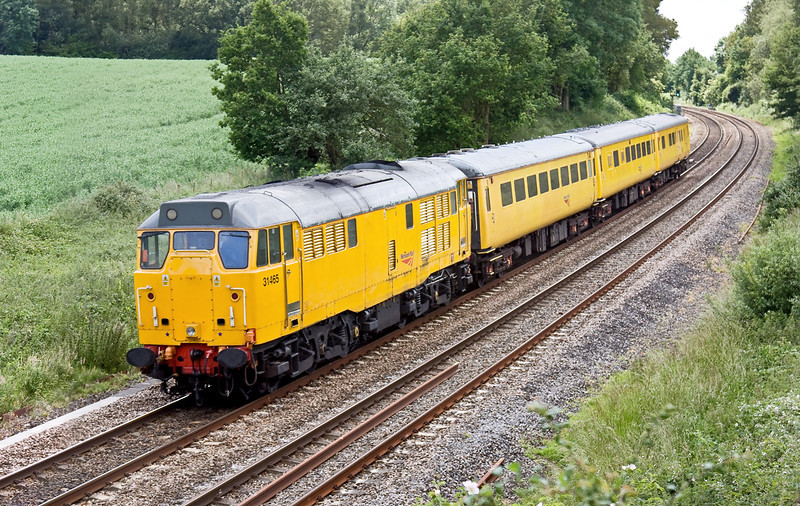 15th Jun 09:  Working from Derby to Eastleigh is 1Z12.  Being pushed by 31465 is DBSO 9701. Captured here at Silchester