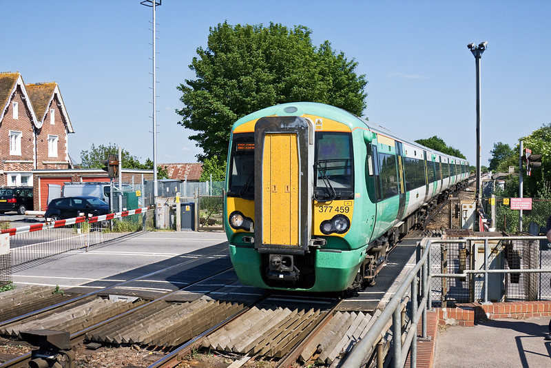 1st Jun 09:  377459 enters Ford working 2B26 from Horsham. This has started from Victoria at 14.02 as 2C24 to Portsmouth Harbour and split at Horsham