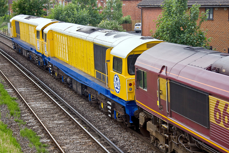 3rd Jun 09:   Two refurbished Class 58s Nos 58007 & 011 are in TSO branding and form the load for 66142 & 030 working 0M44 Enterprise Service from Eastleigh to Wembley.  Many thanks to the Happy Hippy for the heads up.