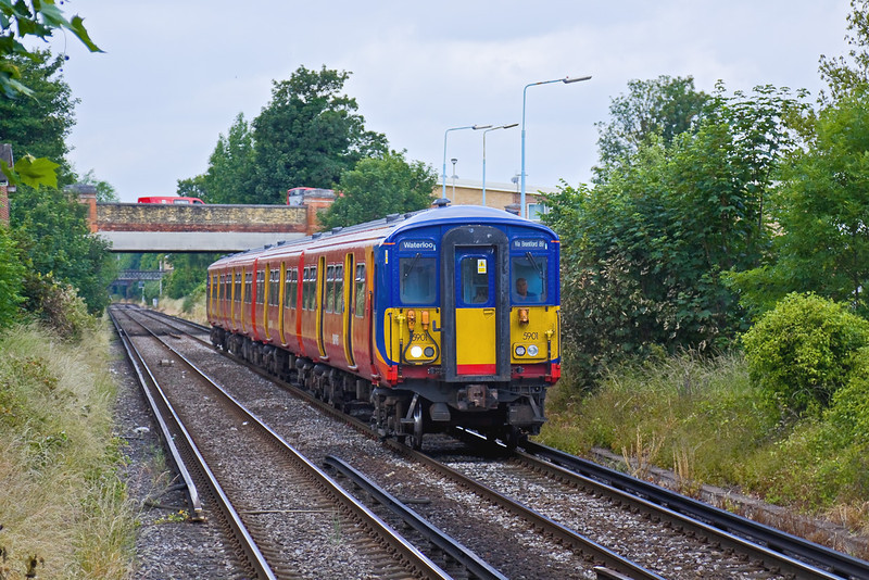 13th Jun 09:  455901 runs south into Chiswick. 2R21  Waterloo to Waterloo via Hounslow started the journey at 10.15.