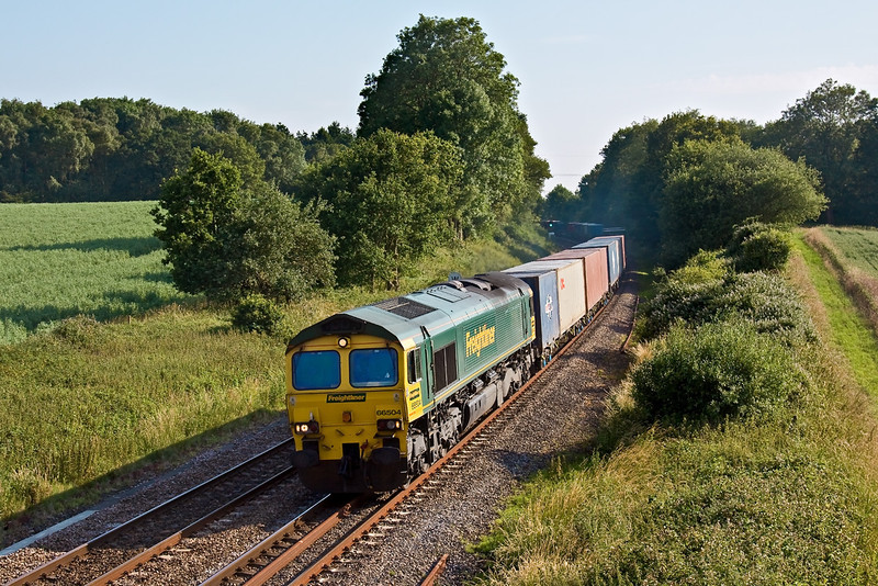 29th Jun 09:  4M99 from Southampton to Trafford Park is on time as 66504 powers the full load through Silchester on a beautuful summer evening