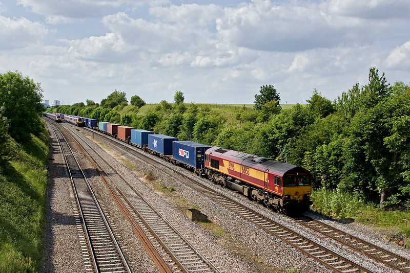 4th Jun 09:  Another Intermodal service headed by 66153 on the Up Relief at South Moreton's Sands Road bridge. This time it is 4O21 the 11.10 from Burton to Southampton