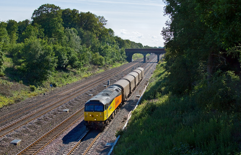 11th Jun 09:  With only 5 wagons in tow 47739 trots up the Relief Line through Ruscombe with the Thursday only steel empties from Burton on Trent to Dollands Moor (6Z48)