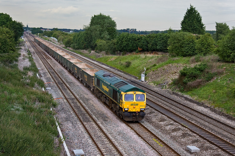 8th Jun 09:  66624 powers west through Twyford with 6V63 from Bow to Hackney Yard. The stock will be tripped to Burngullow later.