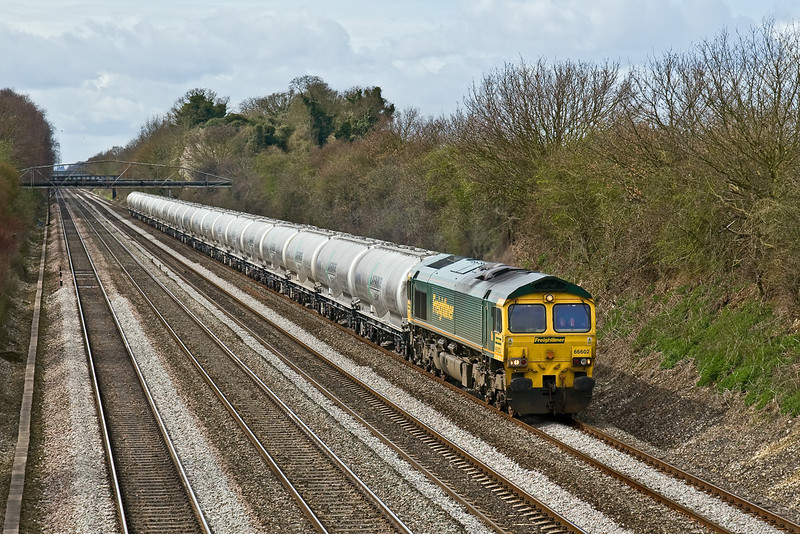 27th Mar 09:  The 'As Required' service to return the empty cement tanks from Theale to Earles is led by 66602 as it potters up the Relief line at Shottesbrooke