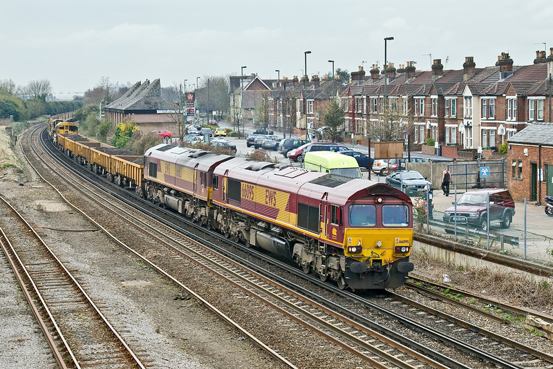 31st Mar 09:  66095 with 66113 DIT rounds the curve under the Campbell Road bridge in Eastleigh with 6O21 Departmental from Westbury to Eastleigh