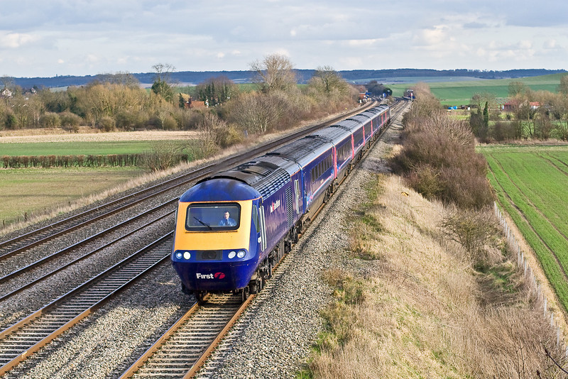 2nd Mar 09:  Having left Paddington at 3.15pm 43148 is leading 1B48 to Cardiff.  The next stop is Didcot.