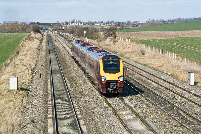 2nd Mar 09:   The 08.29 from Manchester Piccadilli to Bournemouth (1O26) races up the main at Manor Farm Cholsey