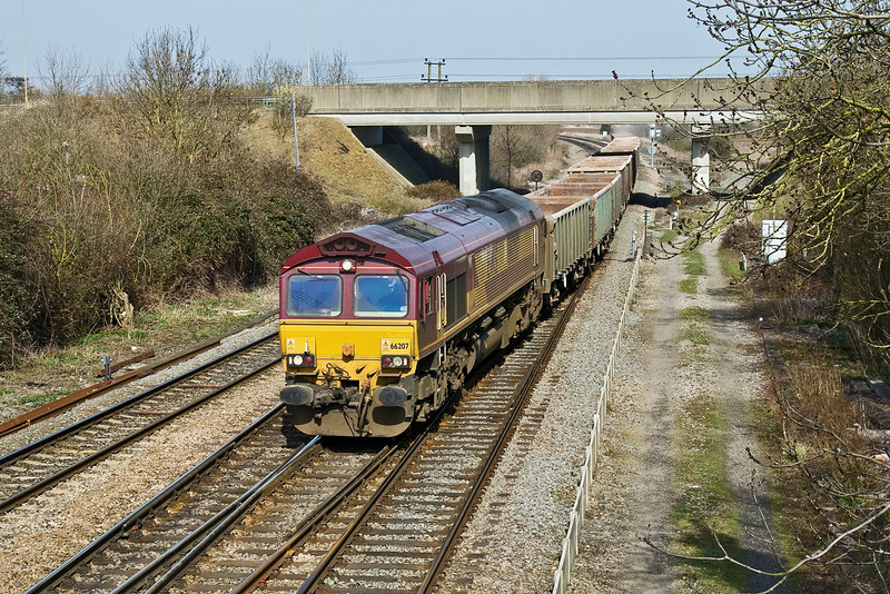 16th Mar 09:  66207 powers the Mondays only (Q) 12.27 Appleford to Machen and takes the West Curve at Didcot North Junction