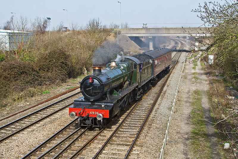 16th Mar 09:  Heading for the West Somerset Railway from Tyseley is GWR Hall class 4-6-0 4936 Kinlet Hall. 5Z49 is captured taking the West Curve at Didcot North Junction