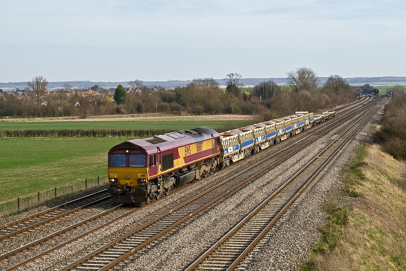 16th Mar 09:  The afternoon Eastleigh to Hinksey Yard departmental service  headed by 66187 nears the bridge at Manor Farm on the outskirts of Cholsey