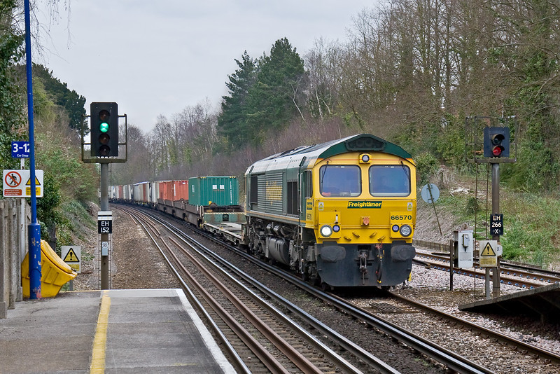 31st Mar 09:  Working very hard as it drags 4M61 to Trafford Park out of the loop and up through Shawford Station is 66542